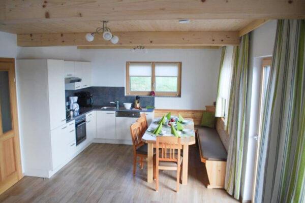 Chalet Langhans Küche u. Esstisch